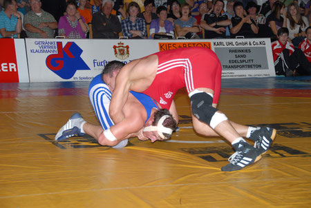 Nico Ghita rot gegen Hofstetten 03. 10. 2010