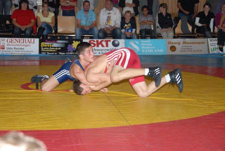 Selimchan Jangubaev blau gegen Tennenbronn