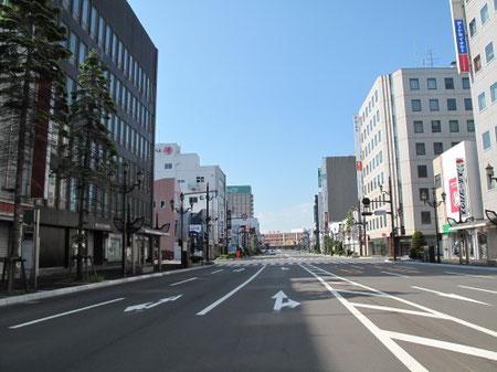 14:55 釧路に到着。一番奥に見えるのは釧路駅。