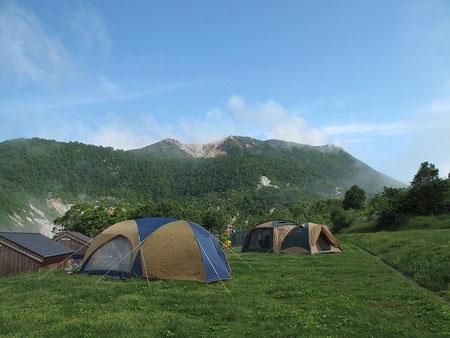 出発前、突然の青空が・・高原キャンプ場らしい景色だ。