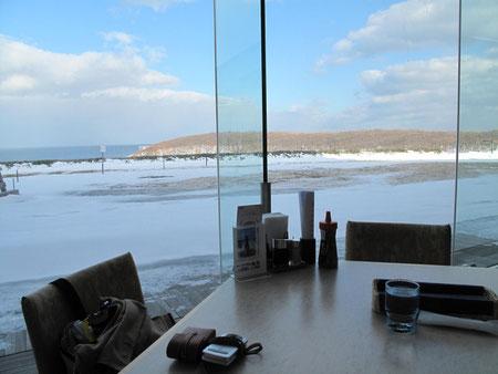 ではレストランで昼食。ここも海が見えて素晴らしい