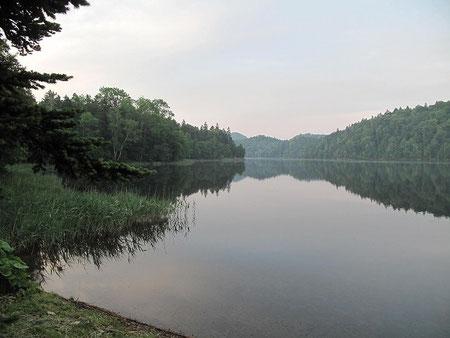 早朝のチミケップ湖