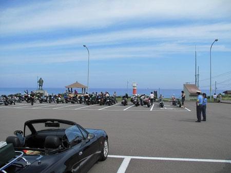 8月9日9:30  弁慶岬にて。バイクの集団に出会う