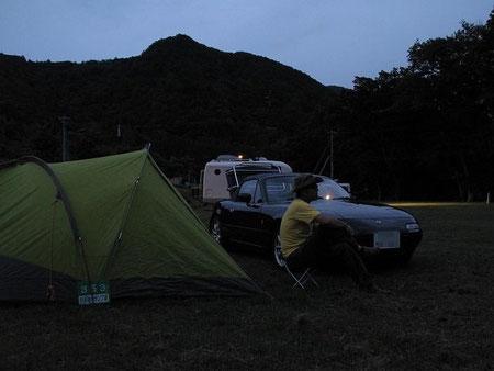 17:59 日没直前にテントの設営完了 ホッと一息