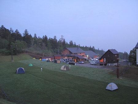 早朝の白銀荘前キャンプ場(2010年6月)