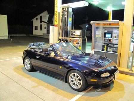20:59 ガソリンスタンドで給油