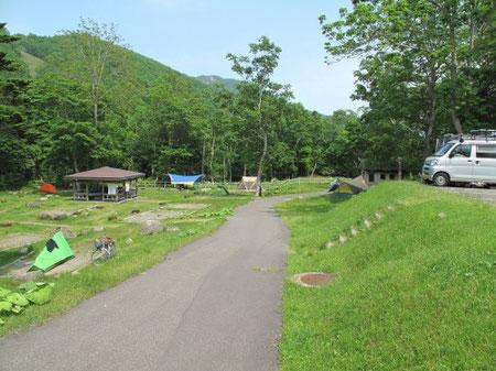 12:48 キャンプ予定だった知床国立公園羅臼温泉野営場に到着。ここは完全な山中です。