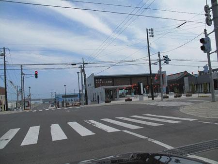 9:37 道の駅「みなとま~れ寿都」 ここでソフトクリームを食べ、お土産を買う。