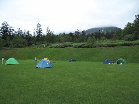私のテントは一番奥の紺色 19:06