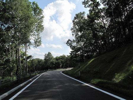 鷹栖峠を走り・・(一部砂利道の為対向車が皆無の道路)