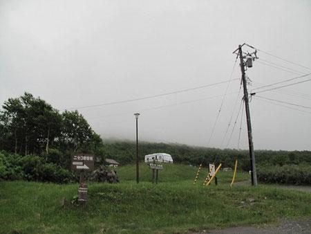 5:34 ニセコ野営場に到着。うーん、天気が悪い。