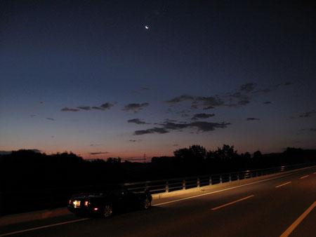 3:39 北見市郊外 夜が明けつつある。空には三日月。