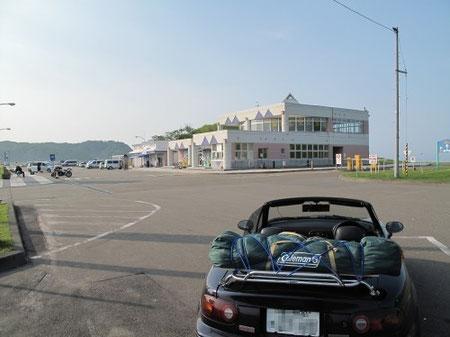 6:32 三石海浜公園(道の駅 みついし)に到着。駐車場にクルマを停めて休憩。