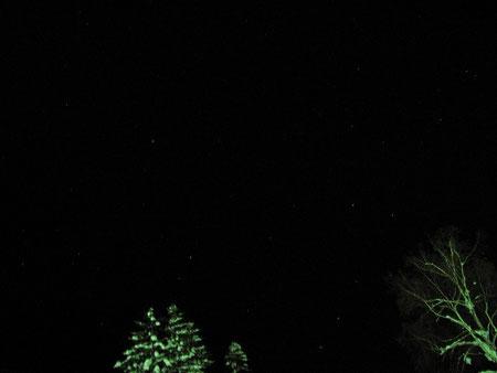 星空。とても綺麗。まるでプラネタリウムの様だった。上手く撮れていないけど。
