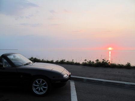 3:48 網走港そばにて 日の出。海からの日の出を見るのは何年ぶりだろうか?初めてかも。