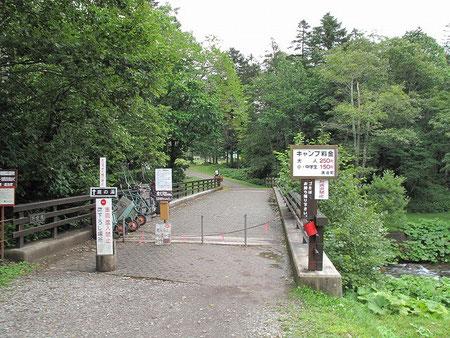 8:48 そして然別峡野営場に到着。鹿の湯もこの場内にある。キャンプ場料金は大人250円と激安