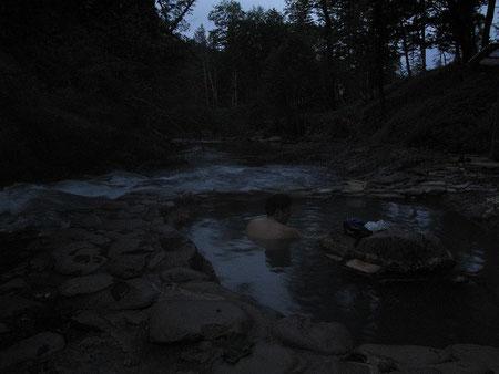 4:30 朝一で鹿の湯へ。3度目の入浴。メチャ寒い朝だったが風呂でほっと一息