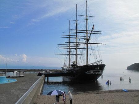 8月8日15:29  江差の海水浴場。帆船、海陽丸が凄い迫力