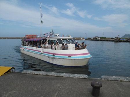 14:23 今回の旅の楽しみの一つ。積丹水中展望船への乗船