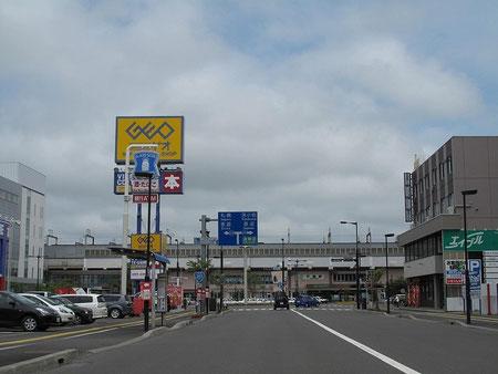 12:02 千歳駅前を通過。