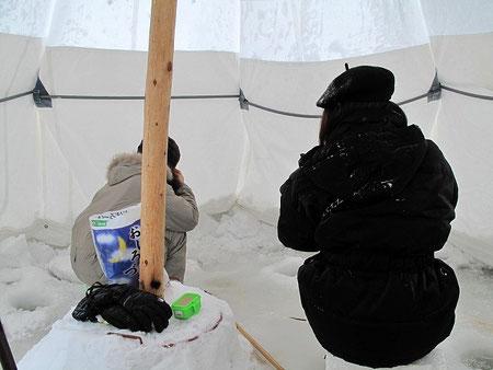 同じテントで旭川から来たという女の子2人と釣っていた