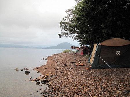 湖畔を散策。イイ雰囲気だね。このキャンプ場、人気がある訳だ。