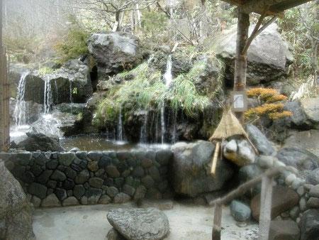 お湯の入っていない露天風呂(冬季)