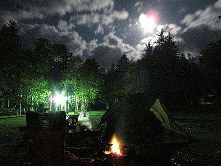 18:46 そして中秋の名月。ちょっと雲が多い
