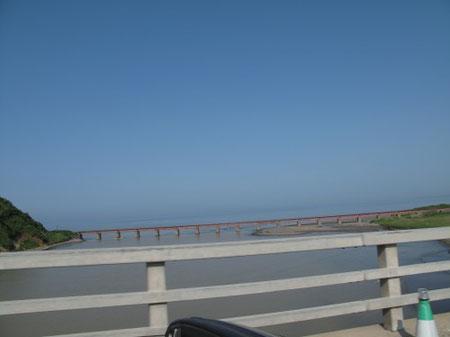7:35 厚別川に掛かる鉄道橋。絵になる橋ですね。
