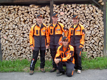 Stehend von links:  Gautschi Daniel, Isler Florian, Recher Balz und Lerch Orlando (U24)
