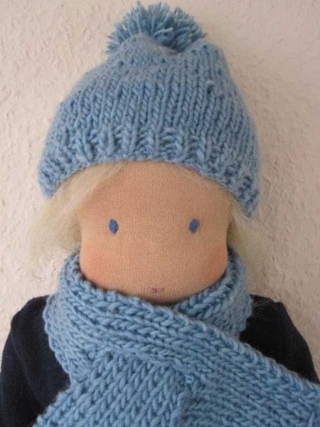 Hier noch ein altes Foto von Lasse, Linus' Puppenbruder, ein 40cm grooßer Puppenjunge mit strohblondem Haar, geboren November 2010