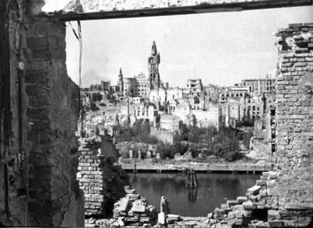 1950 г.  город и замок