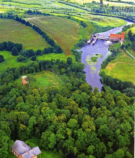 Гросс Вонсдорф - Курортное. Слева на площажке видна надвратная башня, внизу бывшее имение, вверху справа бывшная эллектростанция и шлюз. ,