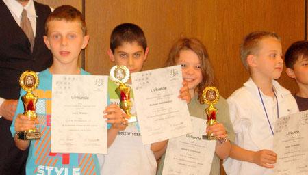 Sieger des Offenen Internationalen Jugendturniers U10: Luca, Makuan (beide DJK Stuttgart), Leo, Lazar (DJK Stuttgart)