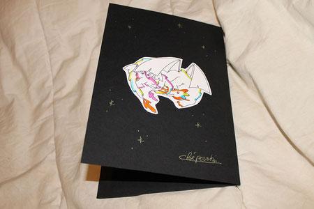 Verso d'une carte Kirigami dragon réalisée d'après le DIY gratuit de Cloé Perrotin offert par NLA Créations Editions