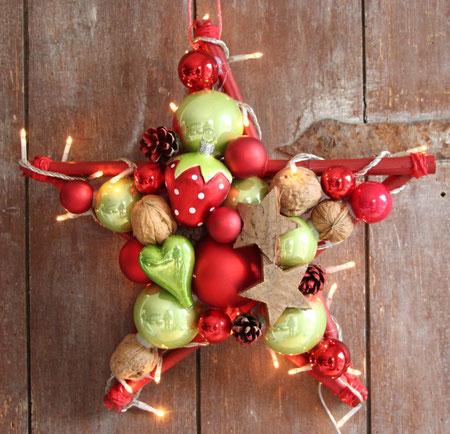 Stern, Glaskugeln, Fensterschmuck, erdbeere, weihnachtsdeko, advents deko, türkranz, mit beleuchtung, stern mit licht