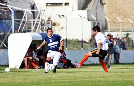 Gonzalo Torres se muestra optimista por el choque ante Huracán