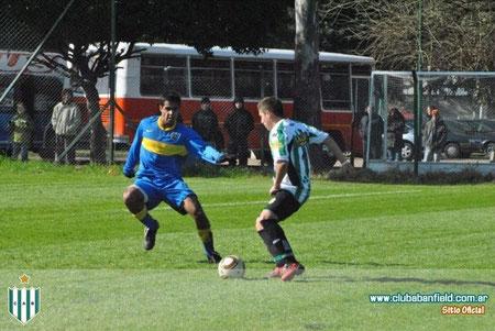 Ramírez jugando para Banfield y enfrentando a su ex club, Boca Juniors.
