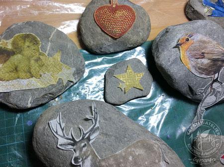 Steine mit Serviettentechnik verschönern