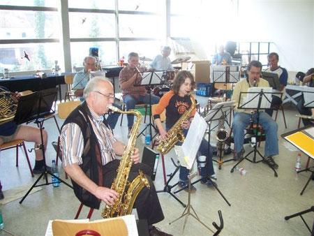 Auch aus dem Saxophon kam so mancher Ton.