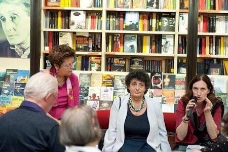 Nella foto, da sx: Maria Cristina Nascosi Sandri, Paola Bassani Pacht, Federica Villa alla Feltrinelli (© Franco Sandri, A.I.R.F.)