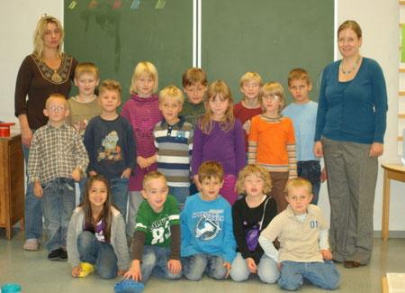 Klasse 1b mit Klassenlehrerin Frau Scholz und Frau Budschinsky-Hey