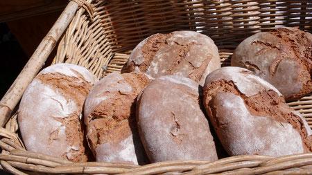 le pain à la sortie du four à bois