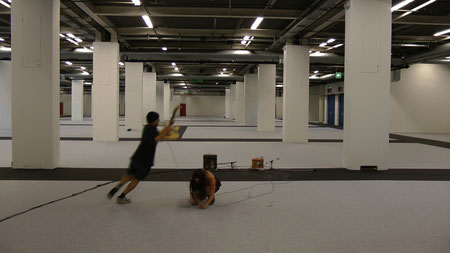 Filmstil aus song 2.1, Videoperformance mit Martin Chramosta, Basel, 2011
