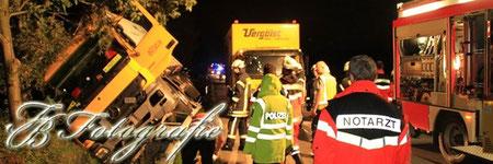 26.09.2011 - SH/Barsbüttel: LKW-Gespann landet im Graben
