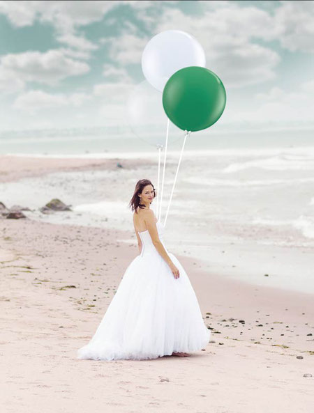 Ballon Latexballon Heliumballon Riesenballon XXL mit Helium Hochzeit Scheunenhochzeit am Meer Fotoshooting fürs Foto Hochzeitsbilder Fotograf Bilder Luftballon Deko Dekoration Vintage weiß clear durchsichtig grün