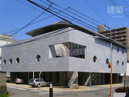 © robert baum tokyo, 26 March 2005