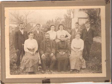 Familie Meier ab Lutisbach in Oberägeri, vermutlich zwischen 1907 und 1914.
