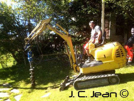 Tarière pour implanter clôture de chantier