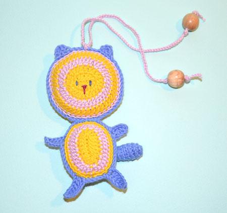 Кот ,вязаная игрушка с бубенчиком ,слингоигрушка -370 руб,в комплекте с бусами - 340 руб или при покупке от трех игрушек - цена 340 руб.